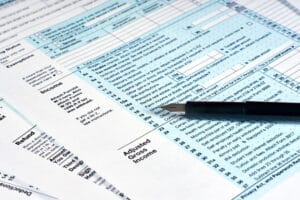 Tax reporting. Filling out tax forms